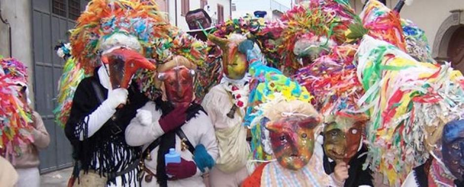 Alcune maschere durante il Carnevale di Aliano
